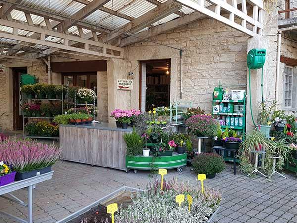 Bar à fleurs Montalieu - jardin extérieur
