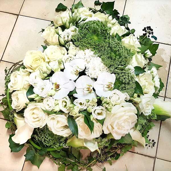 Bar à fleurs Montalieu - coussin deuil fleurs blanches