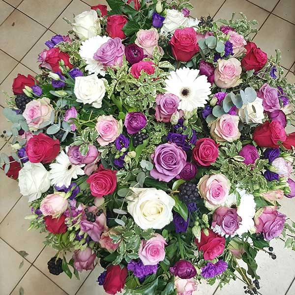 Bar à fleurs Montalieu - coussin deuil fleurs roses et violettes
