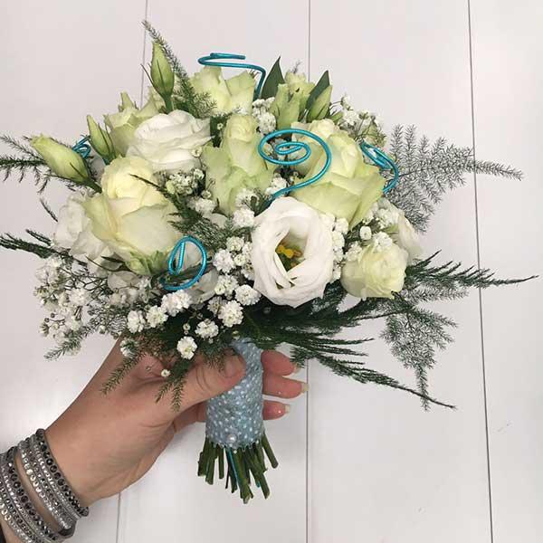 Bar à fleurs Montalieu - Bouquet de mariée roses blanches